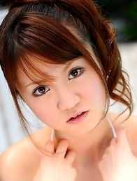 Lovely Japanese babe enjoys posing