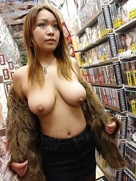 Hot darling Nami Misa showing off