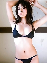 Japan idol Yukie Kawamura  can´t say in which bath suit she looks best