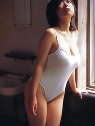 Hitomi Kitamura with big assets loves biking and pictures